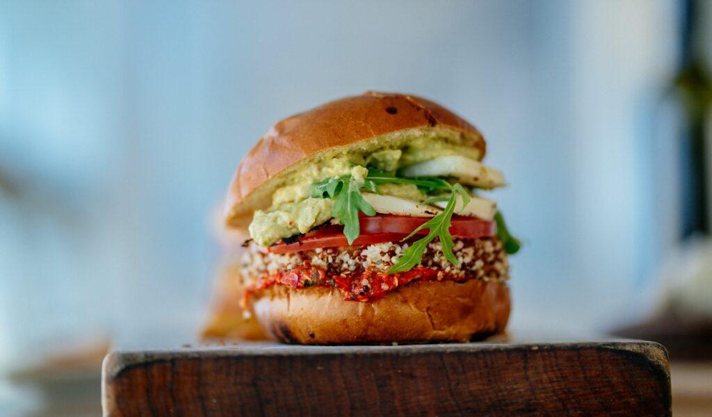 Gastronomia a koronawirus - burger warzywny - blog Bidfood Farutex