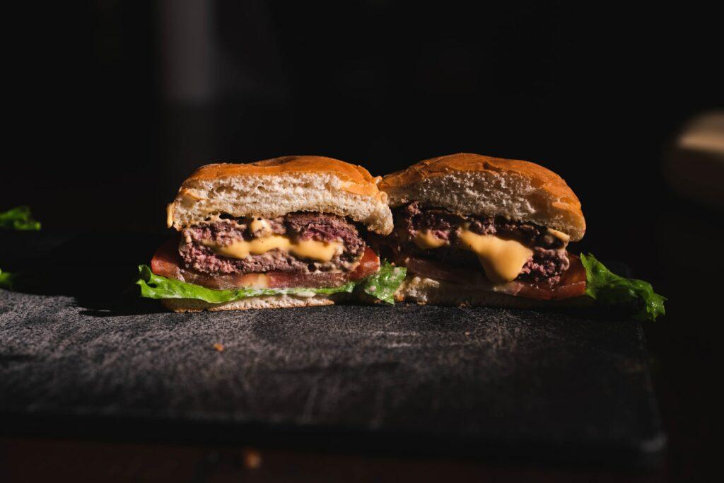 Burger w przekroju, dodatki do burgera - blog gastronomiczny Bidfood Farutex