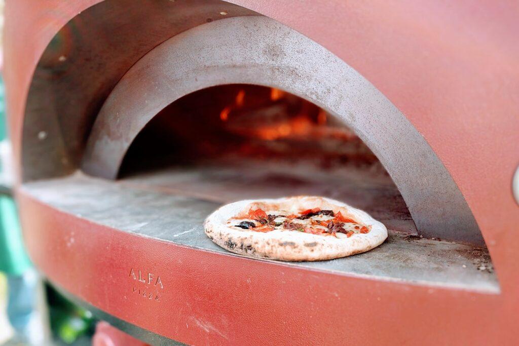 Pizza wypiekana w piecu - blog gastronomiczny Bidfood Farutex