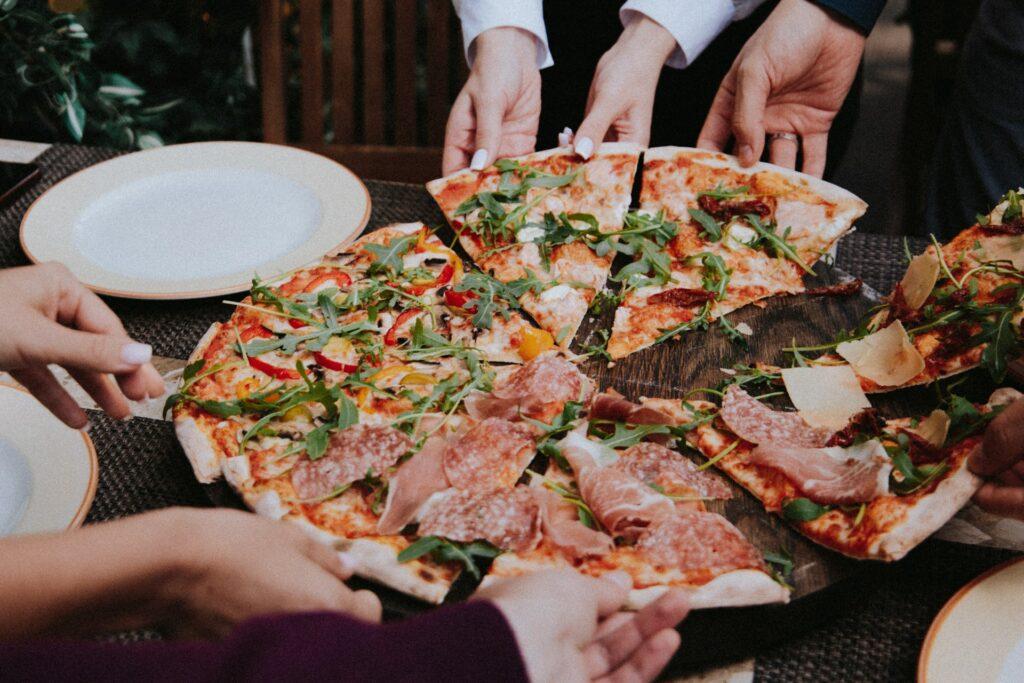 Jak przyciągnąć klientów do pizzerii? Sprawdź checklistę marketingową - blog gastronomiczny Bidfood Farutex
