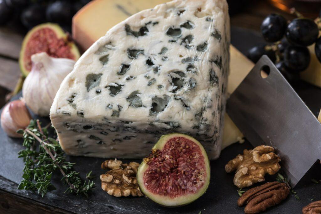 Jak przygotować deskę serów? Porady - blog gastronomiczny Bidfood Farutex