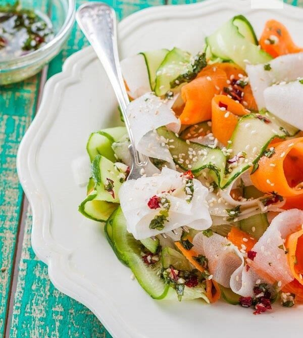 Makarony kolorowe - sałatka orientalna - blog gastronomiczny Bidfood Farutex