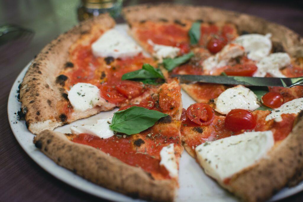Pizza margherita z mozzarellą fior di latte - spróbujesz? - blog gastronomiczny Bidfood Farutex