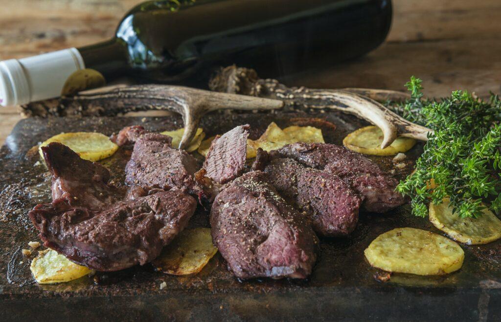 Jak przyrządzić dziczyznę? Sprawdź na naszym blogu! - blog gastronomiczny Bidfood Farutex