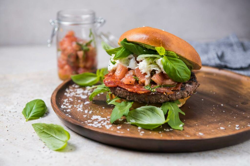 Burgery na lato - spróbuj burgera włoskiego! - blog gastronomiczny Bidfood Farutex
