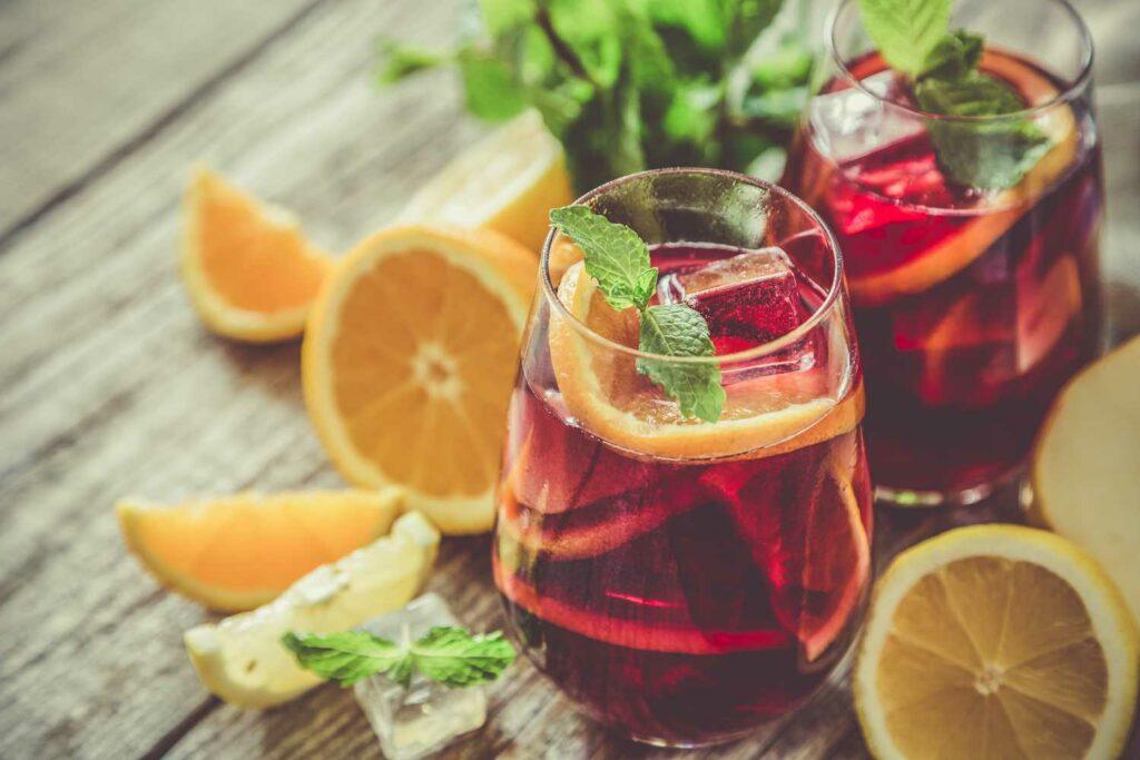 Sangria, wino na lato - jak skomponować wakacyjną kartę win? Sprawdź - blog gastronomiczny Bidfood Farutex