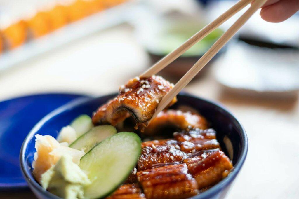 Węgorz unagi - jak wykorzystać go w restauracji sushi? Sprawdź - blog gastronomiczny Bidfood Farutex