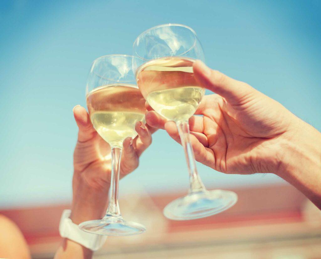 Wino na lato - jak skomponować wakacyjną kartę win? Sprawdź - blog gastronomiczny Bidfood Farutex