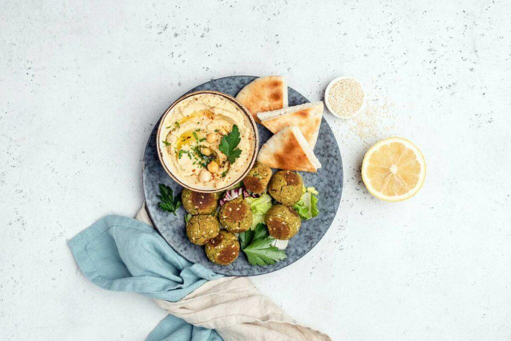 Falafele to świetny pomysł na szybki wegański obiad - blog gastronomiczny Bidfood Farutex