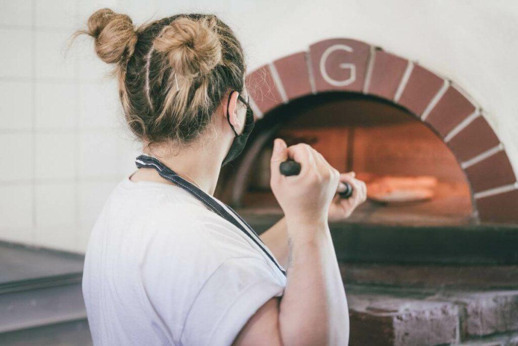 Praca - gastronomia. Jak znaleźć pizzaiolo? Sprawdź! - blog gastronomiczny Bidfood Farutex