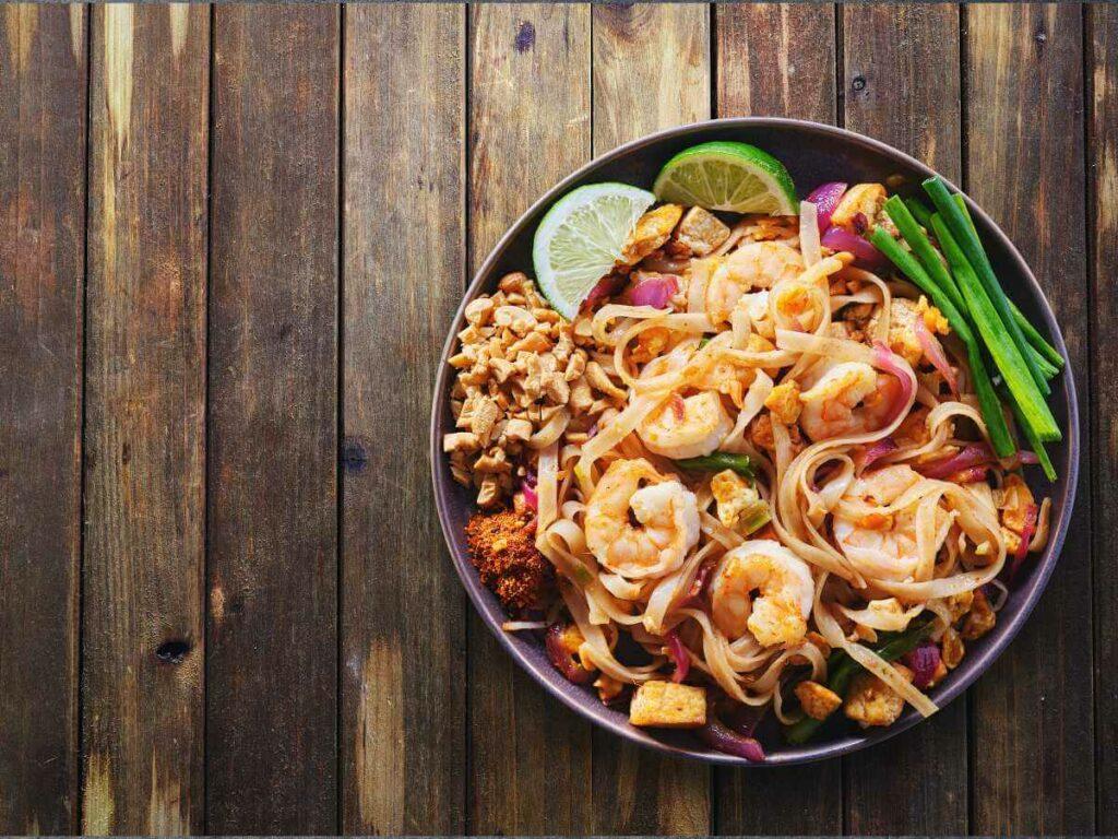Pad thai - czym zachwyci Cię azjatycki street food? Sprawdź! - blog gastronomiczny Bidfood Farutex