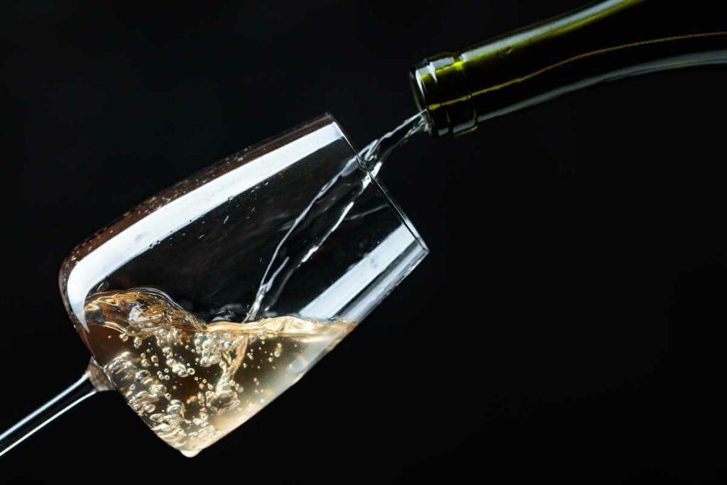 Serwowanie wina w restauracji - poznaj złote zasady! - blog gastronomiczny Bidfood Farutex