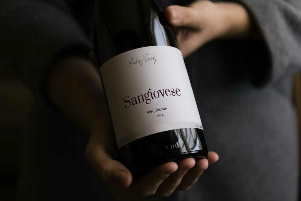 Jak zaprezentować butelkę wina w restauracji? Poznaj zasady serwowania wina - blog gastronomiczny Bidfood Farutex