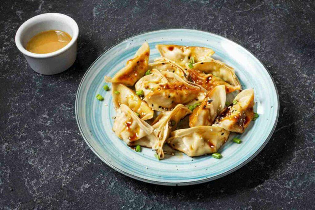 Pierożki gyoza z kraba z ricottą w sosie curry. Sprawdź! - blog gastronomiczny Bidfood Farutex