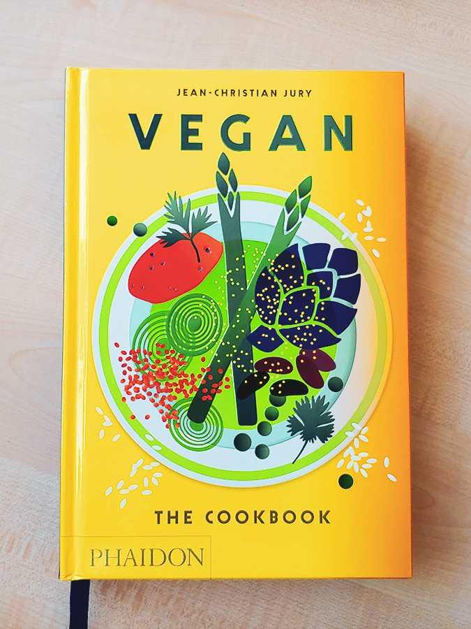 """Jakie książki dla szefów kuchni wybrać? Sprawdź """"Vegan The Cookbook"""" - blog gastronomiczny Bidfood Farutex"""
